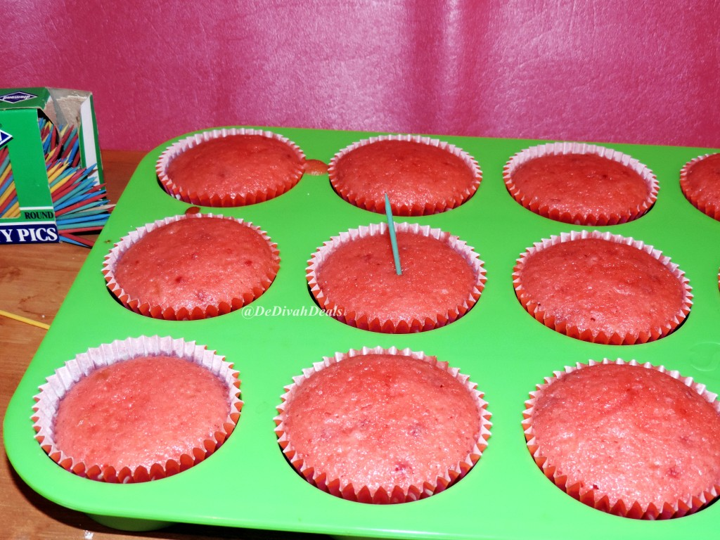 Duncan Hines Strawberry cupcakes